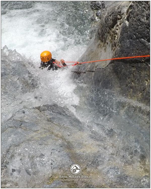 Des glissades dans le canyon des Acles
