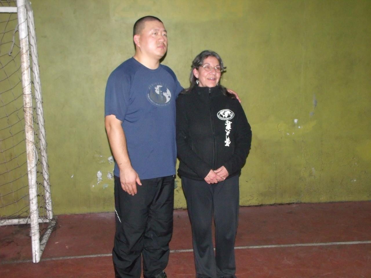 Master Chen YingJun y Verna Alvarado (Instructora Cxwta-Chile)