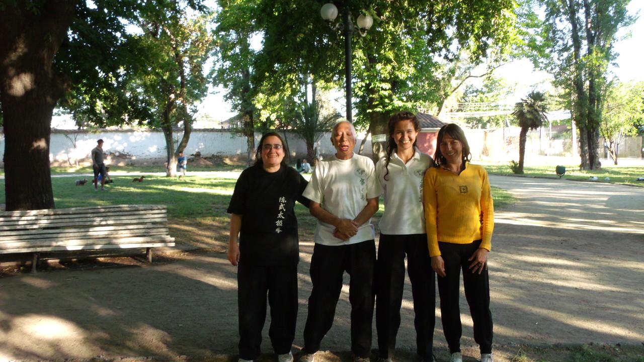 Grupo Participante de Lao Jia Yi Lu - Nov 2012 Junto a Instructora