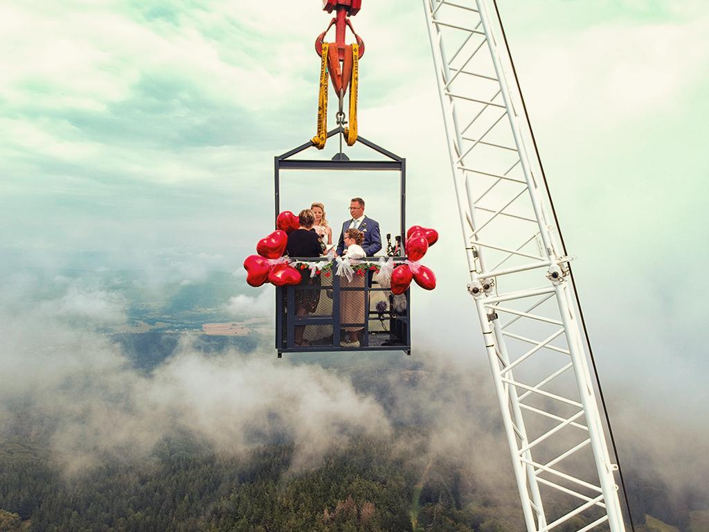 Freie Trauung auf einem 100 Meter hohen Kran