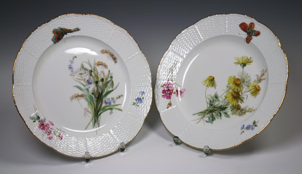Meissen, Speiseteller mit Wiesenblumen und Schmetterlingen