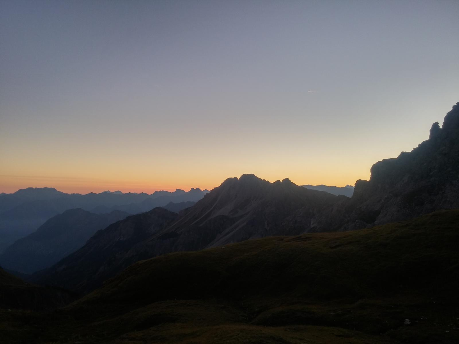 Sonnenaufgang....es kündigt sich ein herrlicher Herbsttag an