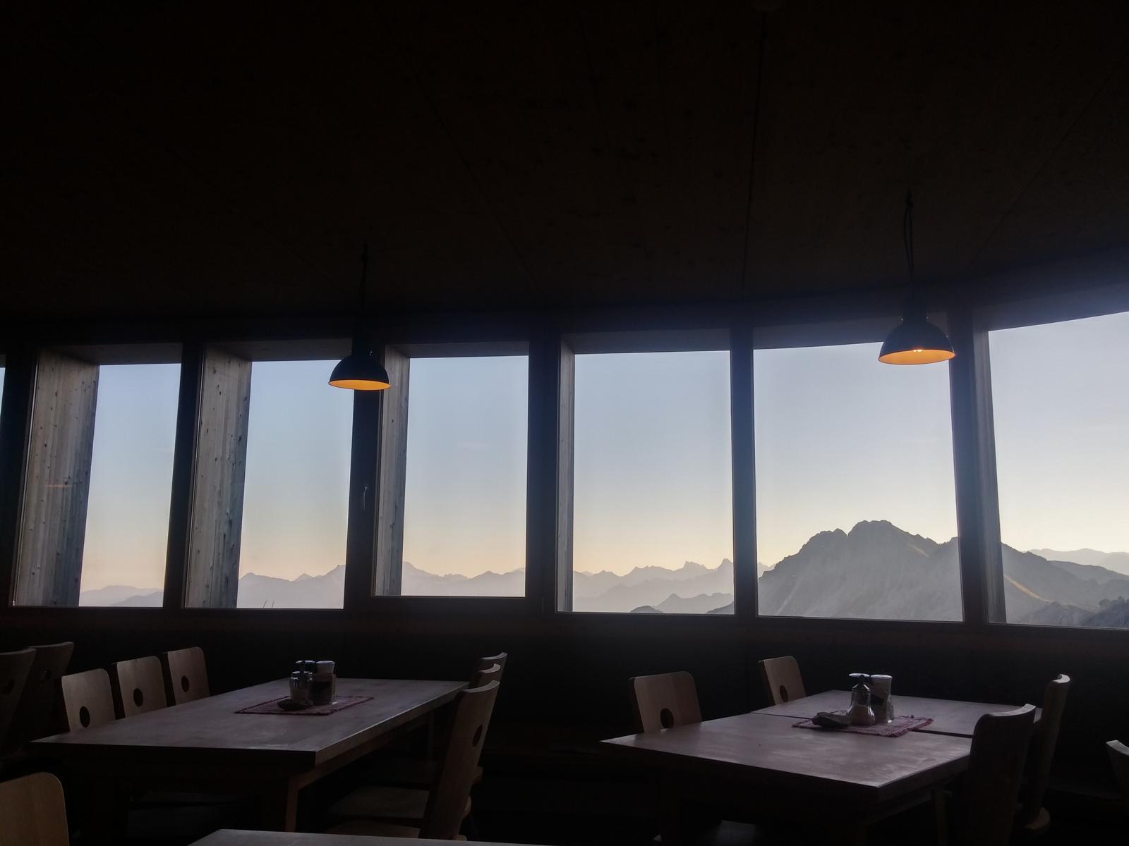 Ausblick beim Frühstück auf der Hütte