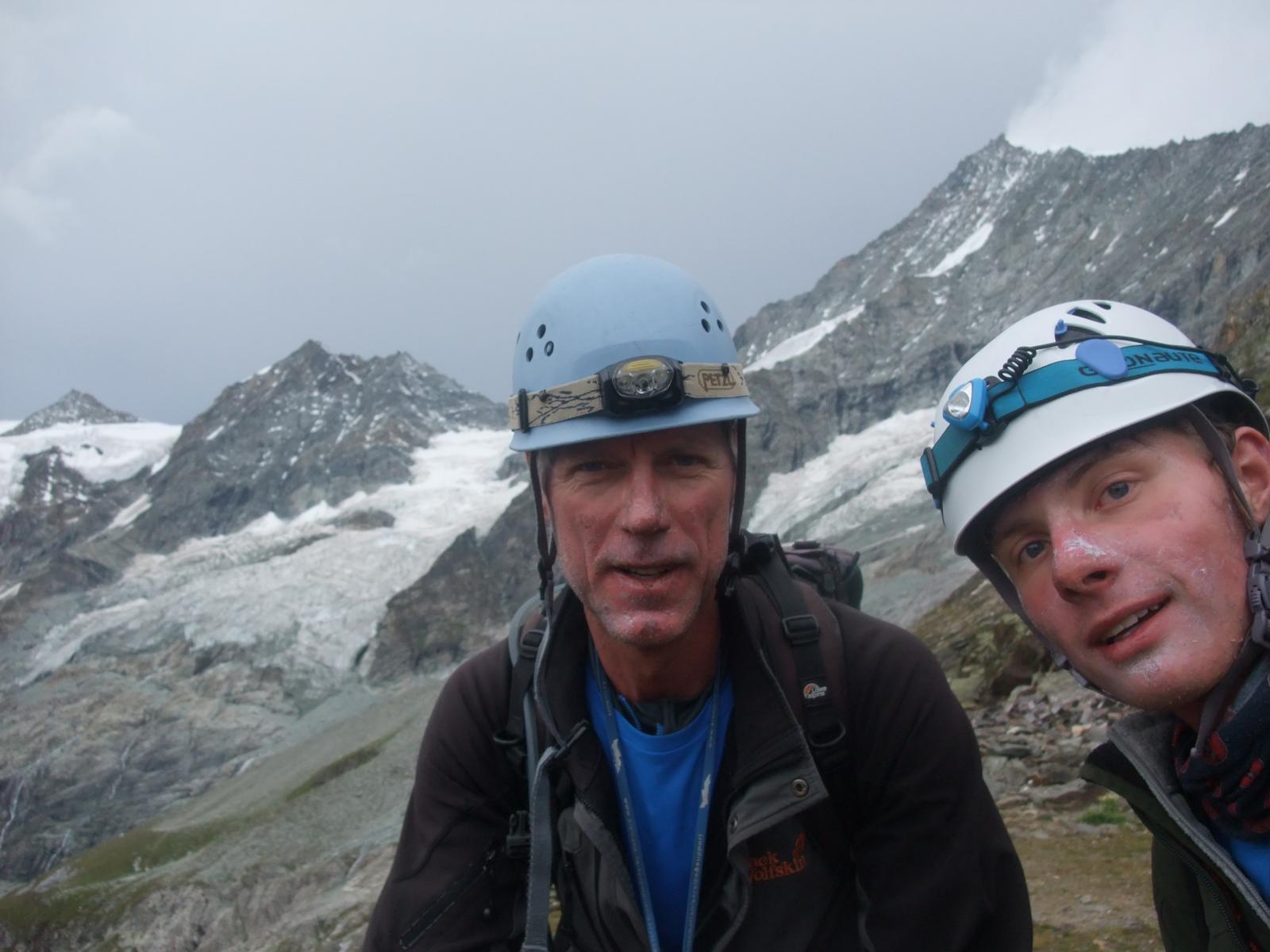 nach Abstieg vom Weisshorn, rechts Weisshorn-Ostgrat mit Wolkenfahne