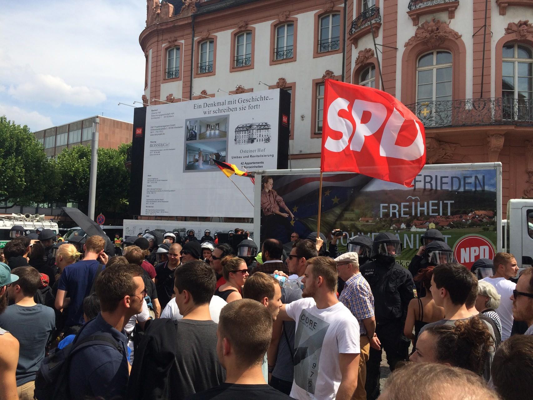 Wir zeigen Farbe gegen Nazis.