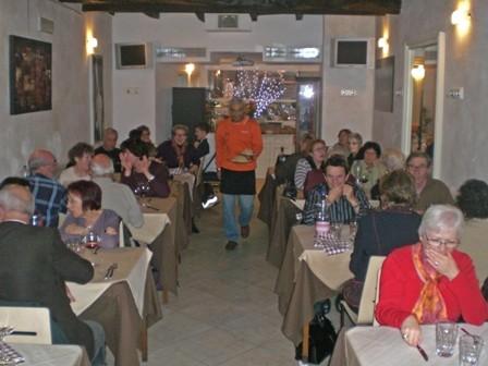 Repas au restaurant avec les amis de Licciana