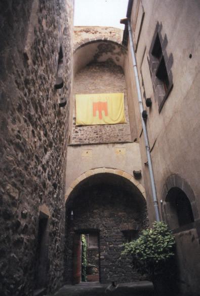 Chateau d'Opme Cour intérieure