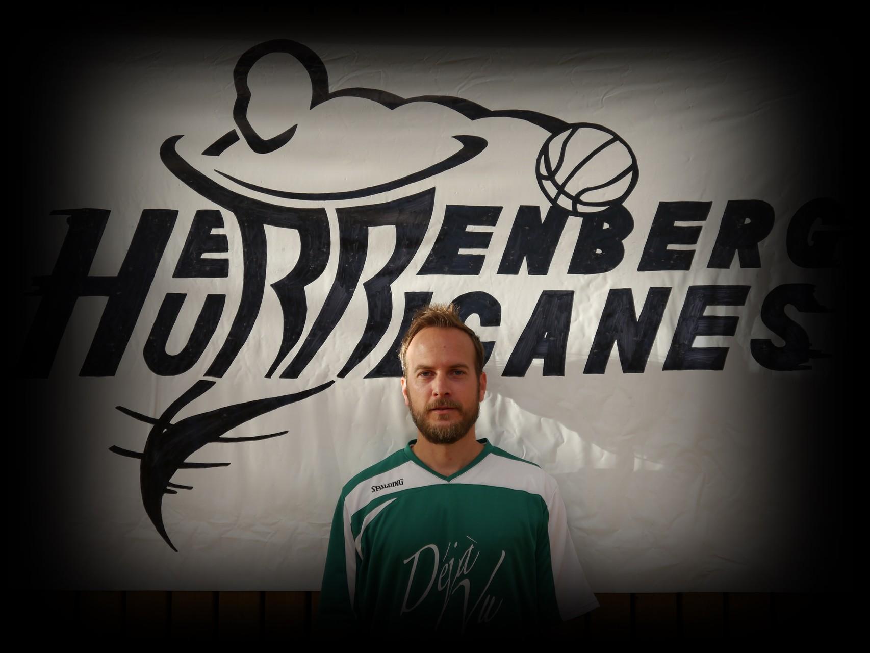Bennet Melcher ǀ 37 Jahre ǀ 176cm ǀ Flügel ǀ Mitglied seit 2010