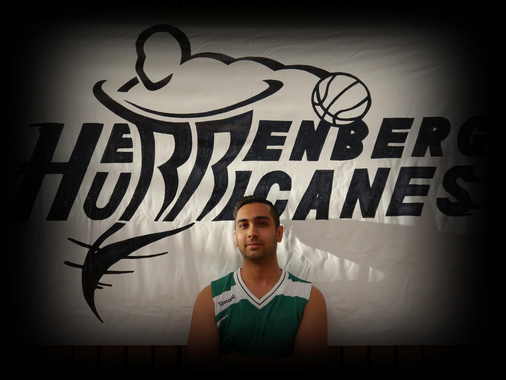 Nima Khosrovan ǀ 24 Jahre ǀ 174cm ǀ Flügel ǀ Mitglied seit 2014