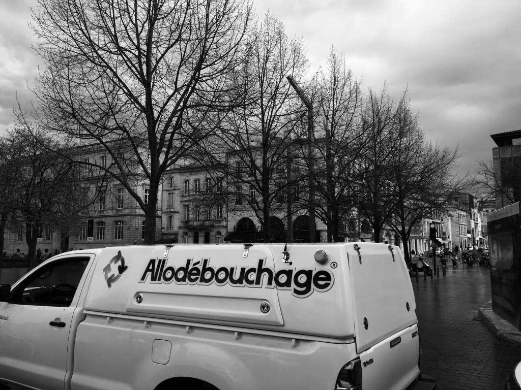 Débouchage wc Bordeaux 33