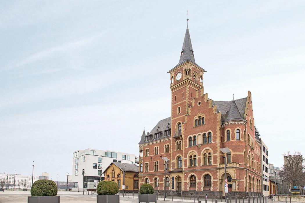 Hafenamt im Rheinauhafen Köln