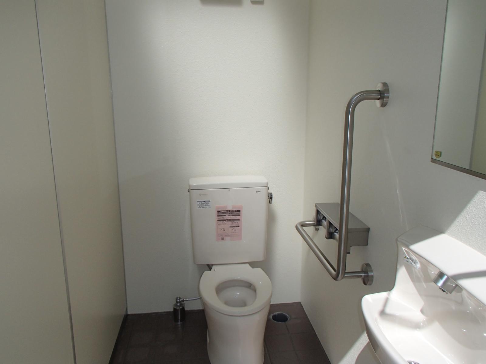 洋式トイレ☆男女共用です
