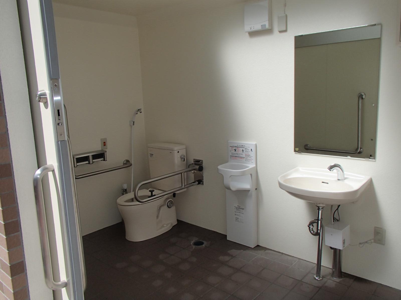 誰でもトイレ☆オストメイト用設備付きです