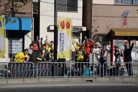 メリパナイトラン「神戸マラソン2018応援隊」10キロ地点での風景