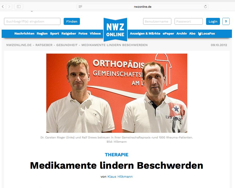 NWZ berichtet über Schwerpunkte der Praxis. Im Hintergrund das neue Logo in Plexiglas geschnitten auf roter Wand.