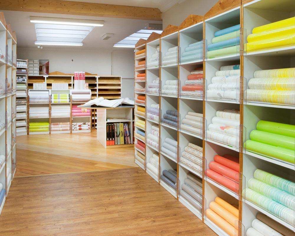 400qm Malerfachgeschäft mit Farben, Tapeten, Bodenbelägen und Biologischen Anstrichsystemen. Foto: Foto Scheiwe