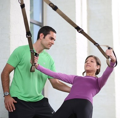 Der TRX-Schlingentrainer eignet sich hervorragend für ein Ganzkörper-Kraftausdauertraining.