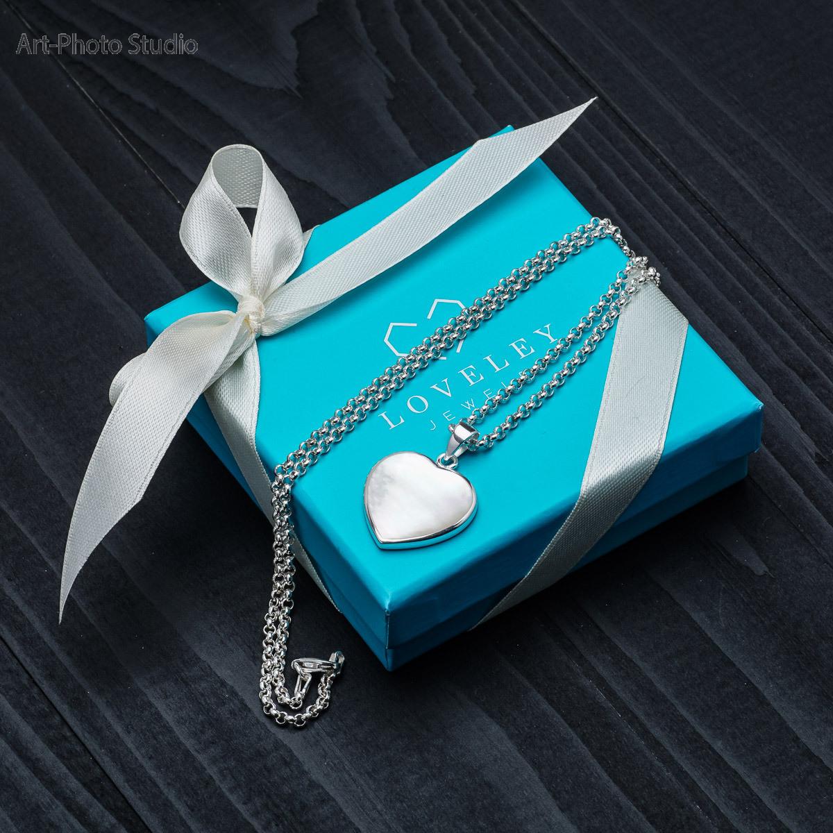 предметная съемка ювелирных украшений в Харькове - подарочная коробка с изделиями