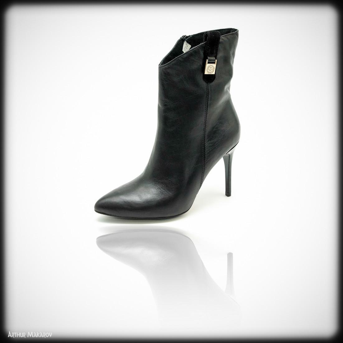 предметная съемка обуви - женский сапожек