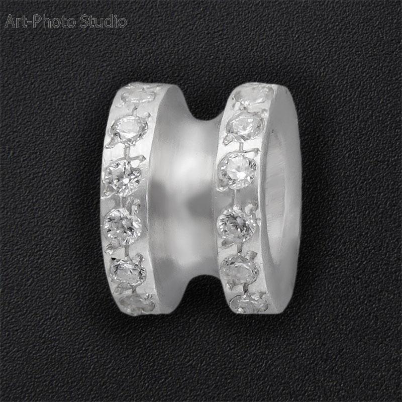 предметная съемка ювелирных украшений из серебра - шармы