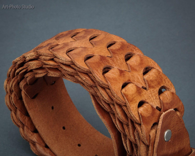 предметная фотография кожаного  ремня крупным планом