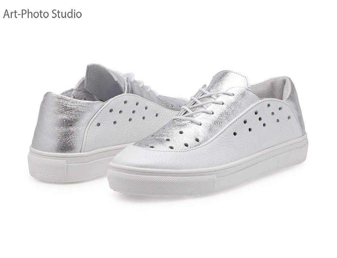 фотосъемка белой и серебристой обуви