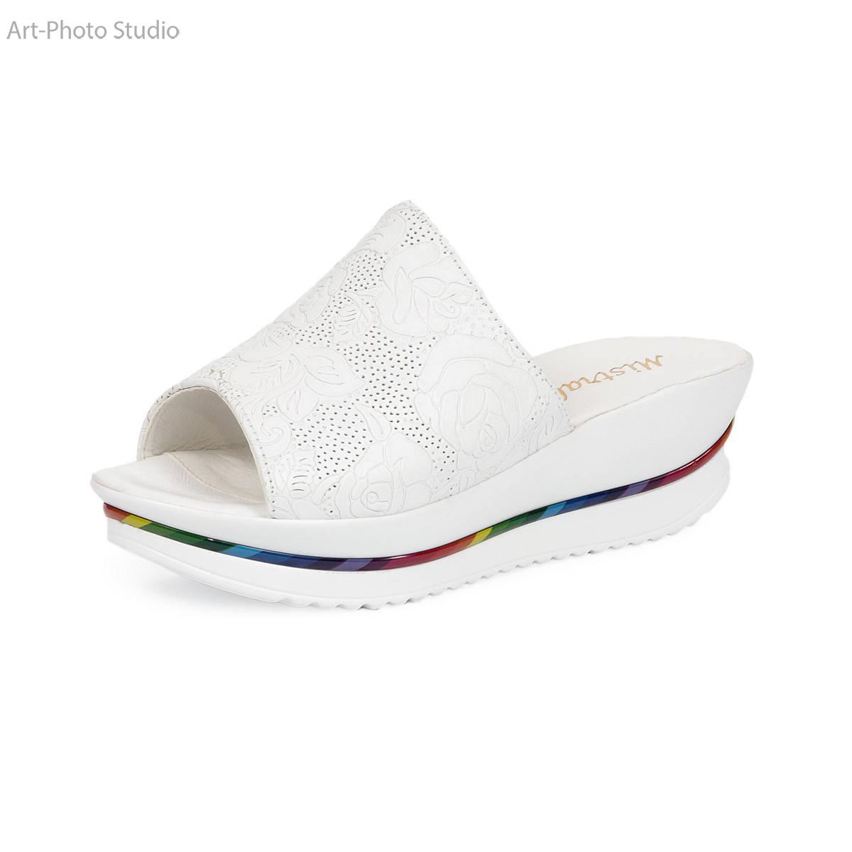 каталожная съемка обуви белого цвета