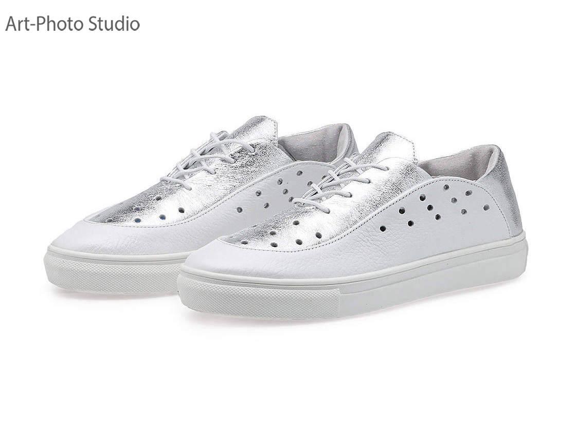 предметные фотографии  белой и серебристой обуви