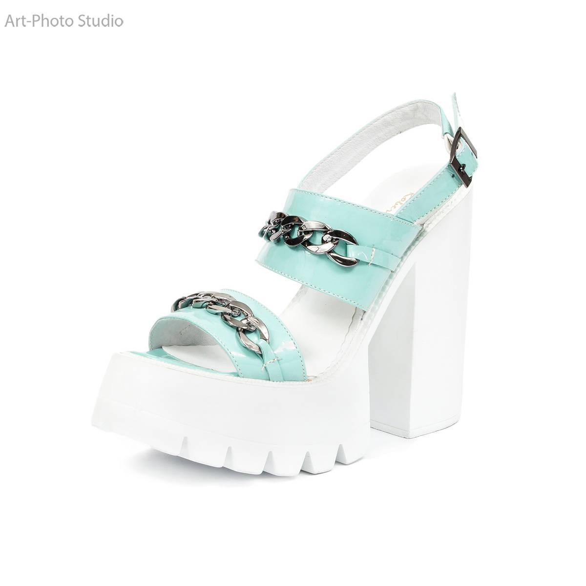 предметная фотография женской обуви белого цвета