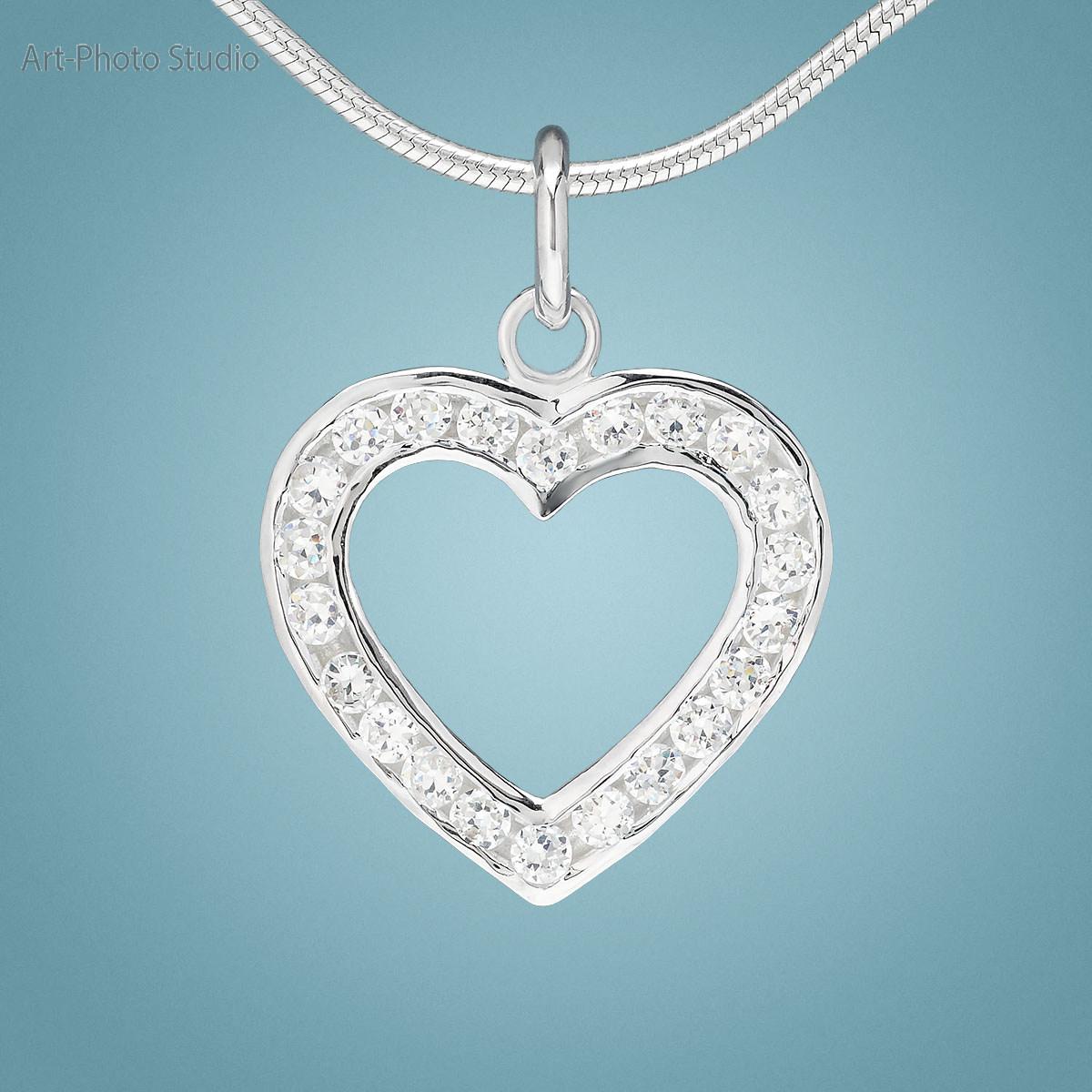 фото ювелирных украшений - кулон из серебра с цепочкой