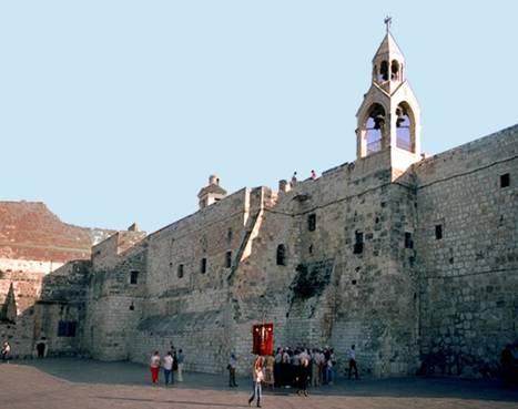 Le couvent arménien. Au fond, la Basilique.