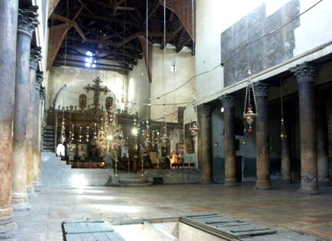 Au sol, les trappes aménégées pour admirer les mosaïques de la basilique du 3ème siècle.