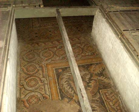 Mosaïques de la nef de la première basilique.