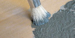 abtupfen des Pinsels damit nicht zu viel Farbe verwendet wird (Unterlaufen des Motives)