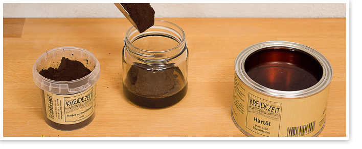 Öle und Wachse pigmentieren: Das Beispiel zeigt Hartöl pure solid, lösemittelfrei 375 ml mit 75g Umbra schwarzbraun.