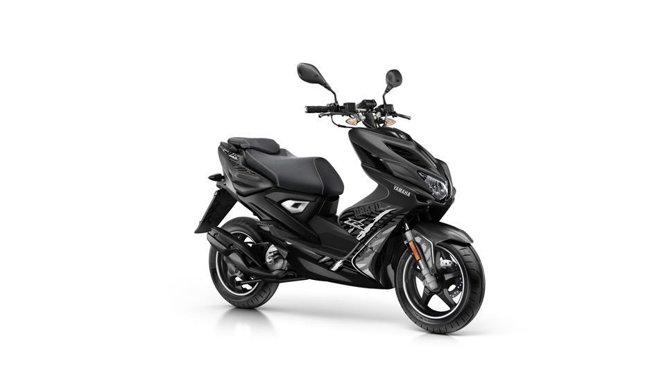 Yamaha Aerox naked 2t 45 km/h: € 3399,-  Voor meer informatie, klik je op de foto.