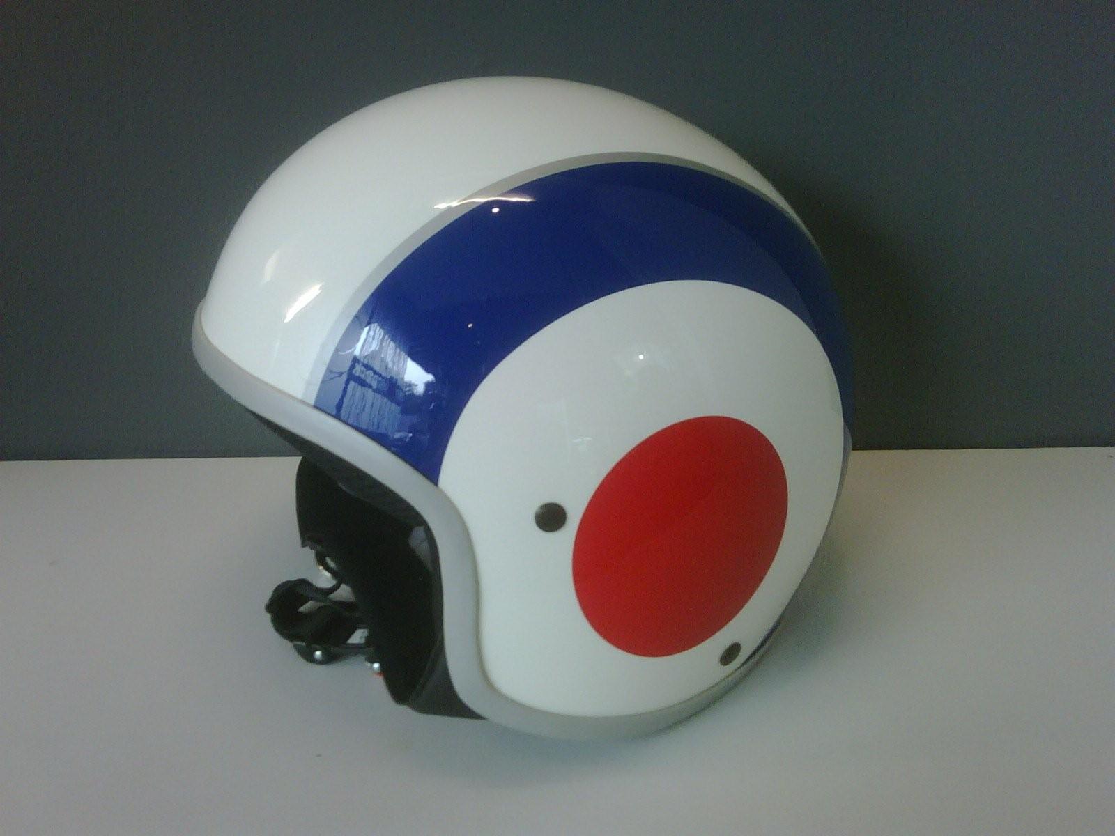Vespa Helm div. kleur landen: € 118,-