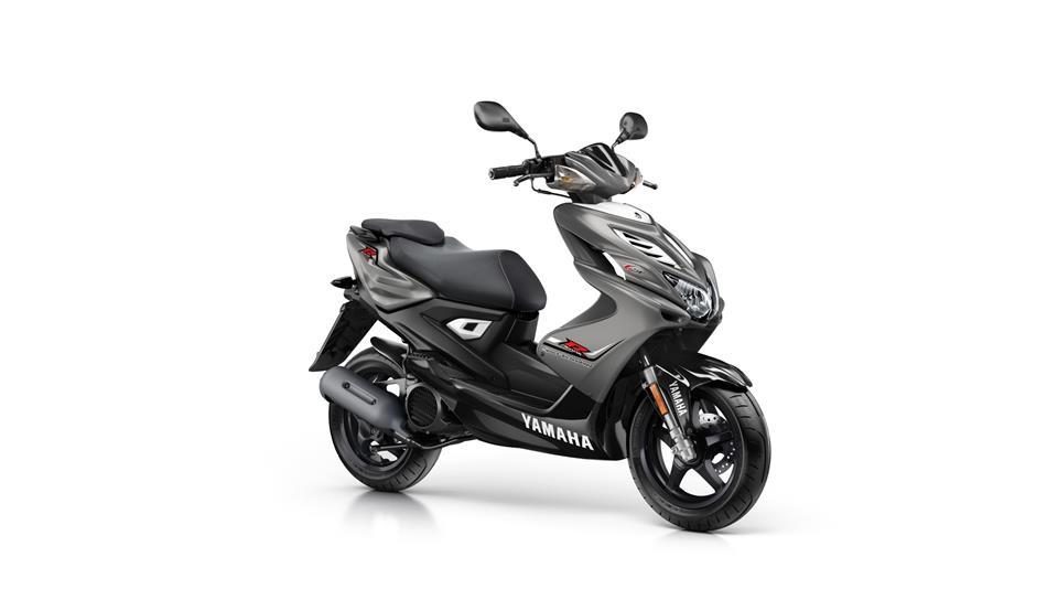Yamaha Aerox 4t 45 km/h: € 3399,-  Voor meer informatie, klik je op de foto.
