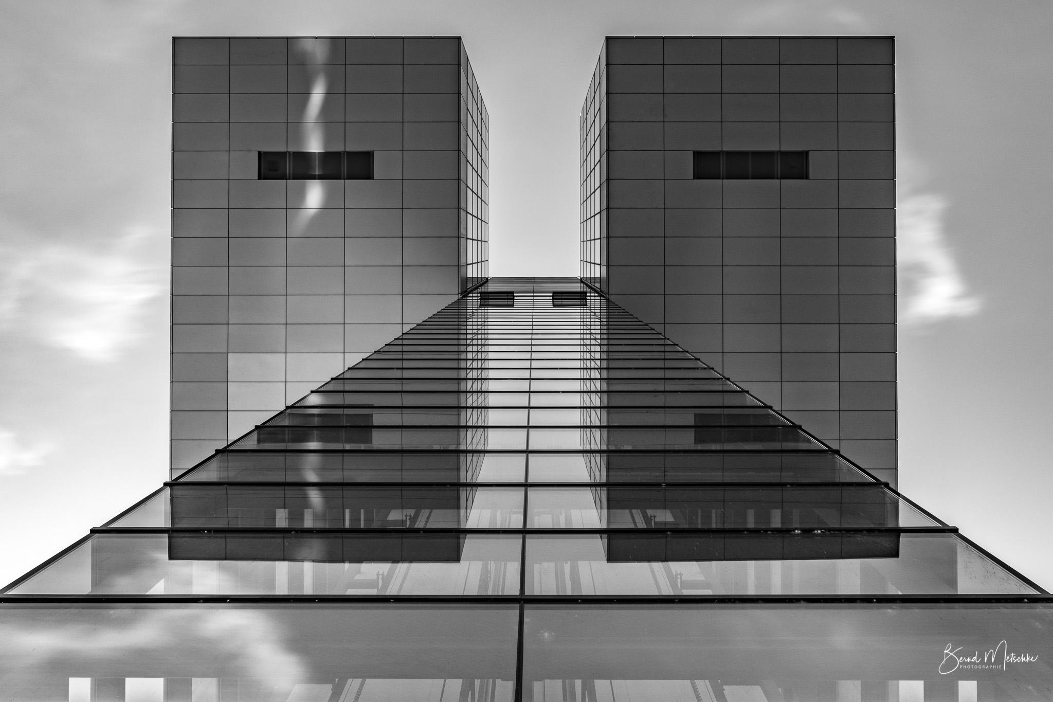 Kranhäuser in schwarz/weiß