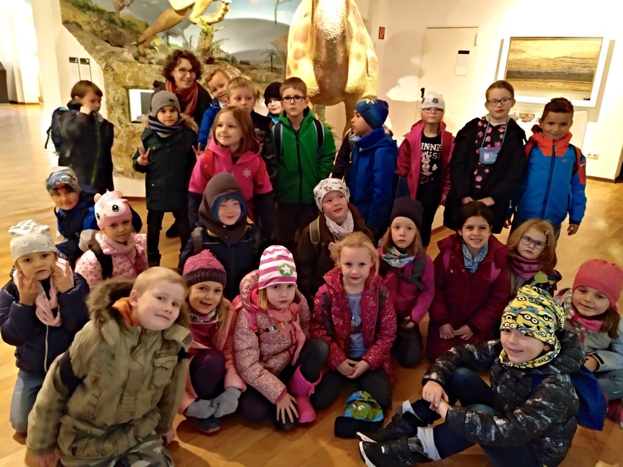 Die Klasse 1a hat diese Woche einen Ausflug zur Dechenhöhle in Iserlohn gemacht.