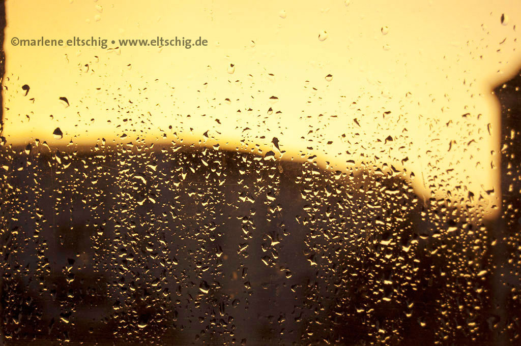 Regen, Fenster | Rain, window. Berlin, Germany, August 2011