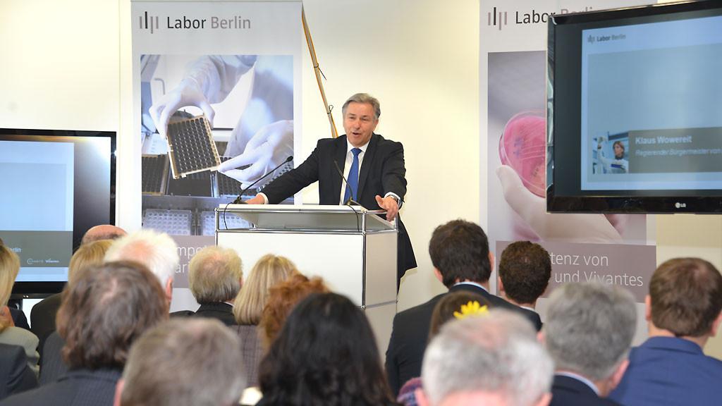 Klaus Wowereit bei der Eröffnung von Labor Berlin