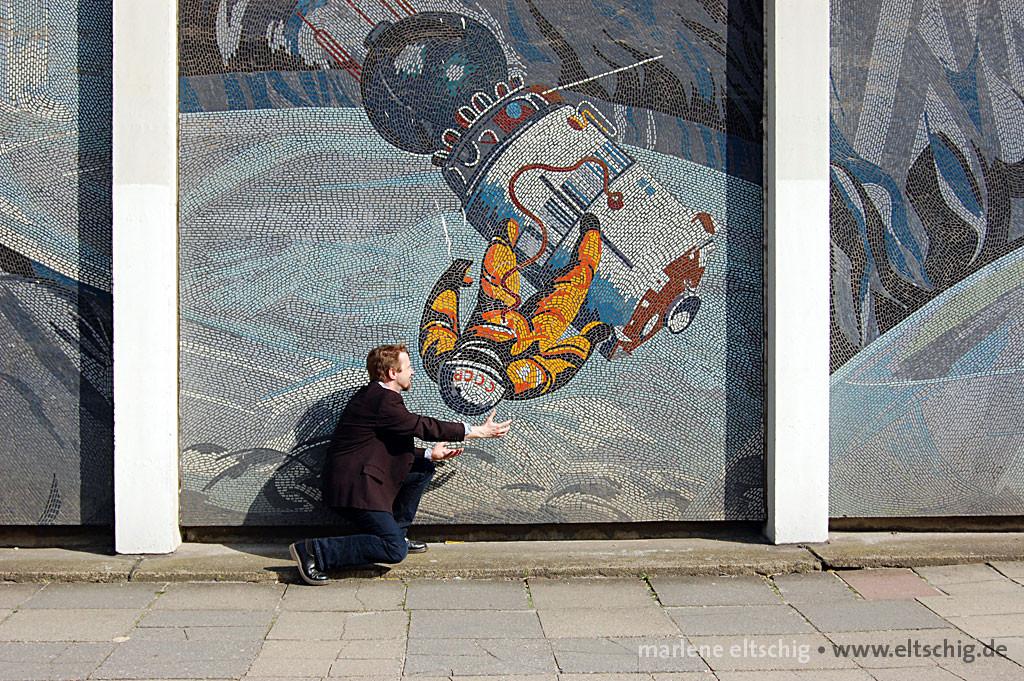Hebamme für einen Kosmonauten | Midwife for a cosmonaut. Potsdam, Germany