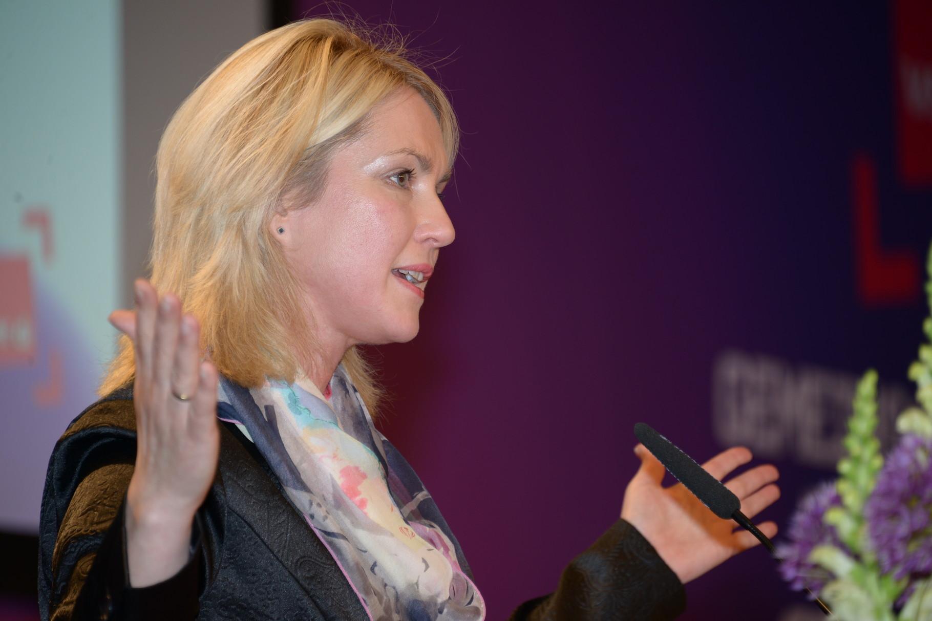 Bundesministerin Schwesig bei der ver.di Bundesfrauenkonferenz 2015