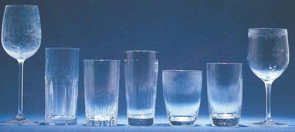 アルカリ焼け等による白化が見られるグラス