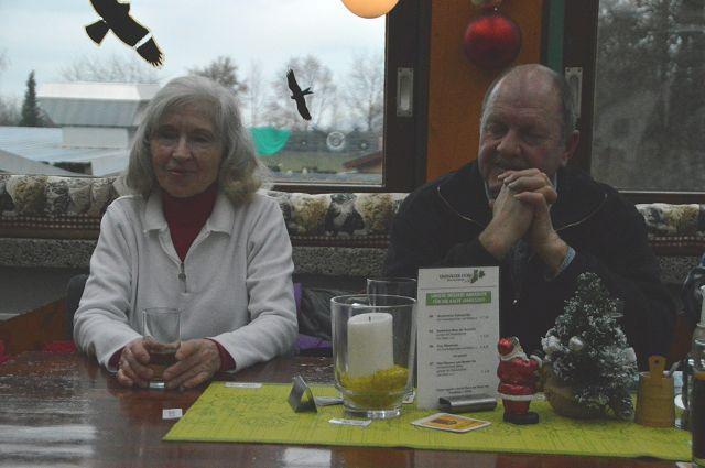 Zu Gast: Helmut Palmers Frau Erika mit Helmut Ritter / Foto: Matthias Herold