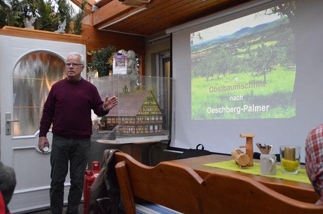 Teil 2 des Schnittkurses: Rudolf Thaler referiert über Erfahrungen mit Oeschberg-Palmer / Foto: Matthias Herold
