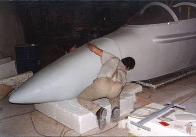 Corporeo de avión militar  F-18, para INDRA