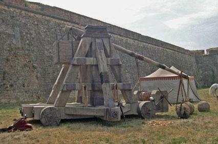 catapultas gigantes, para rodaje de pelicula