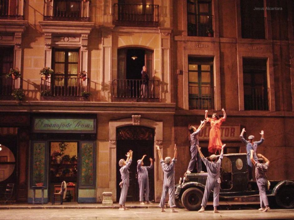 """Decorado de Zarzuela, """"La del Manojo de Rosas"""", Teatro Lírico Nacional. (Carmina Burana)"""
